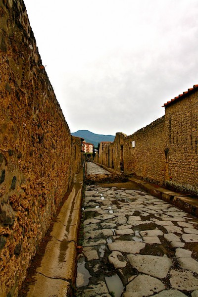 A Pompeii laneway