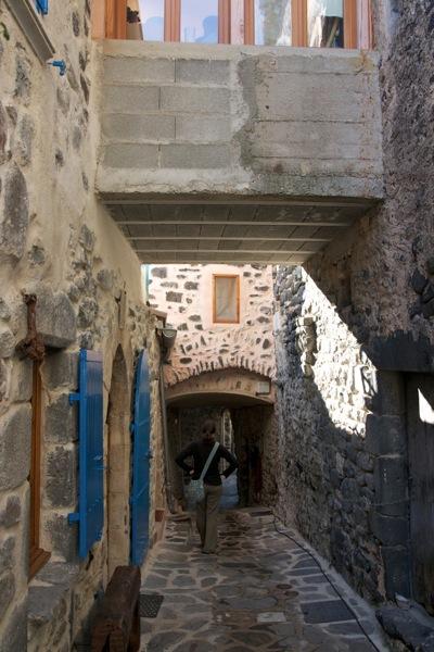 Aubignas alleyway